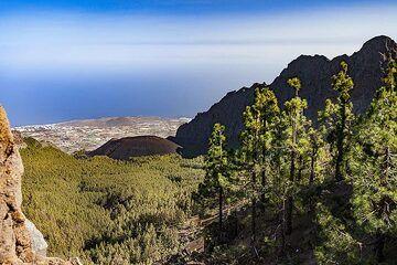 The volcano at the huge landslide of Las Arenas on Tenerife island. (Photo: Tobias Schorr)