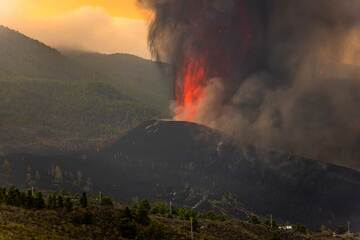 The eruption has formed in a hilly forested area above El Paraiso (Photo: Tom Pfeiffer)