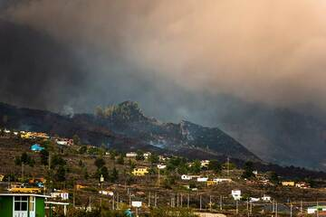 The lava flow in the area of El Paraiso village (Photo: Tom Pfeiffer)