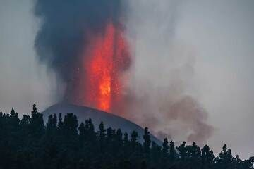 Lava fountain and ash rising from the cone in the early morning. (Photo: Tom Pfeiffer)