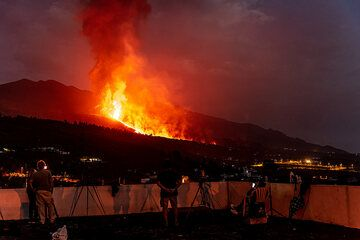 Photographers gather at the church to film the eruption. (Photo: Tom Pfeiffer)