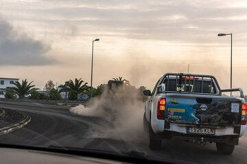 Cleaning the streets from the recent ash fall in the area of Llanos de Ariadne. (Photo: Tom Pfeiffer)