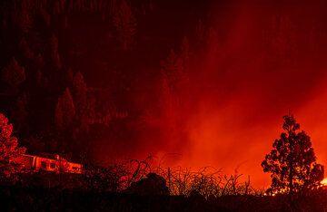 Lava glow (Photo: Tom Pfeiffer)
