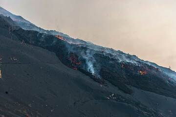 Zoom onto the lava flow debris field at the lower flank of the cone. (Photo: Tom Pfeiffer)