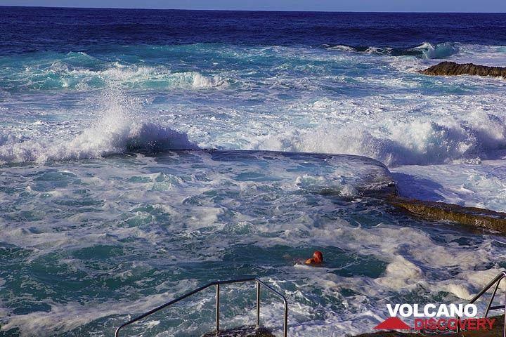 A protected ocean swimming pool (La Macina) (Photo: Tom Pfeiffer)