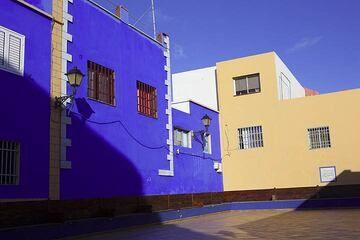 Modern architecture in colorful La Restinga (Photo: Tom Pfeiffer)