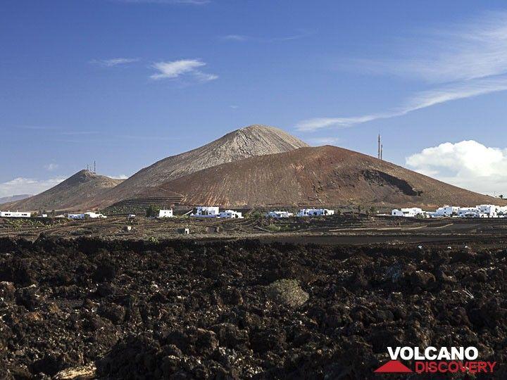 The cinder cones of Mña de Los Dolores at Tajaste/Lanzarote (Photo: Tobias Schorr)