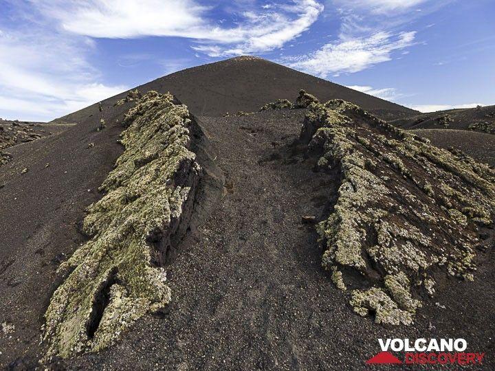 Fault in a lava flow at the Caldera de los Cuervos (Photo: Tobias Schorr)