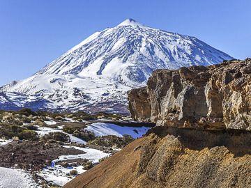 Snow-covered Teide volcano on Tenerife Island (Photo: Tobias Schorr)