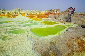 Green and yellow salt ponds at Dallol (Photo: Tom Pfeiffer)