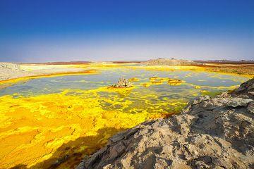 Yellow salt lake at Dallol, Ethiopia (Photo: Tom Pfeiffer)