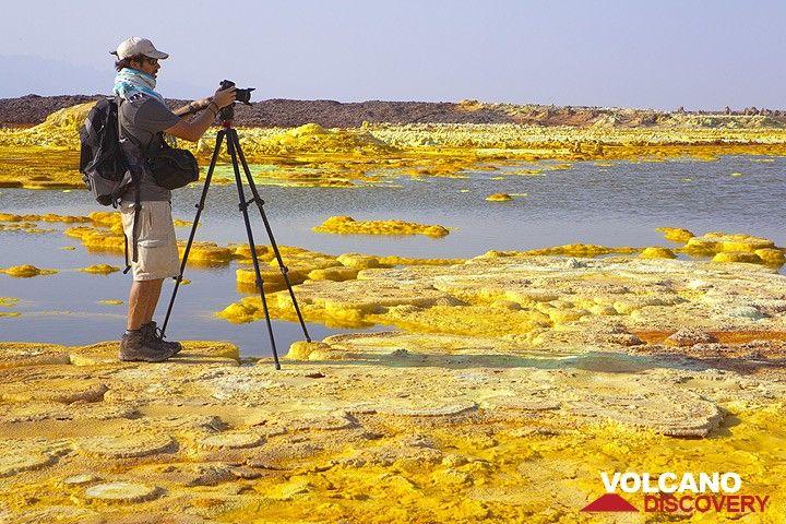 Photographe au Dallol (Photo: Tom Pfeiffer)