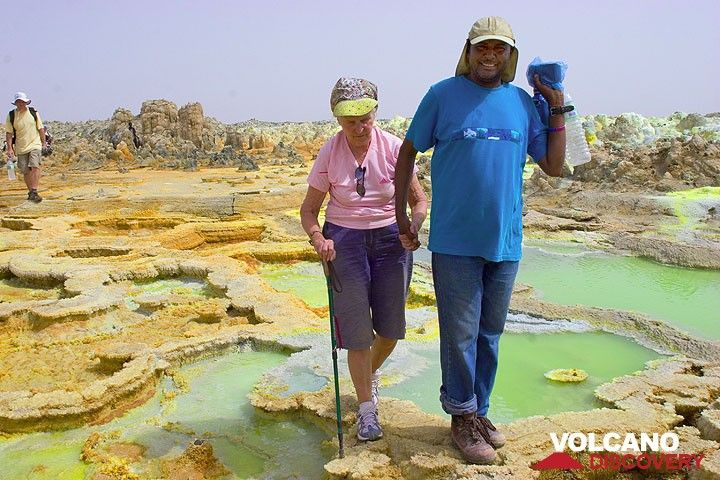 Here comes the group: first Solomon, helping Marlies on the narrow path through the treacherous acid salt ponds at Dallol. (Photo: Tom Pfeiffer)