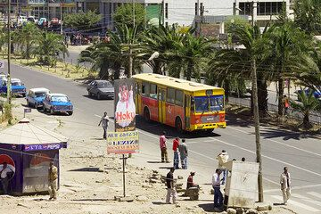 2300 m a.s.l., flashback: the tour starts in Addis, here a view from my balcony in the center of the (not so ugly) city. (Photo: Tom Pfeiffer)
