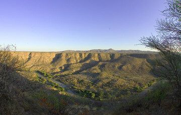 View onto the Awash river who has carved its bed deep into the layers of lava flows of the Rift Valley.  (Photo: Tom Pfeiffer)