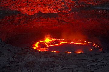 The lava lake see from the north. (Photo: Tom Pfeiffer)