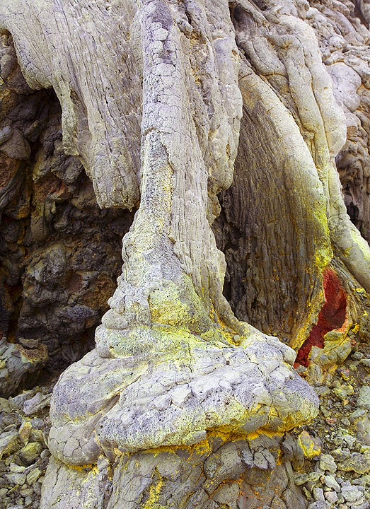 Miniature vertical lava tubes have formed around the base of the hornito. (Photo: Tom Pfeiffer)