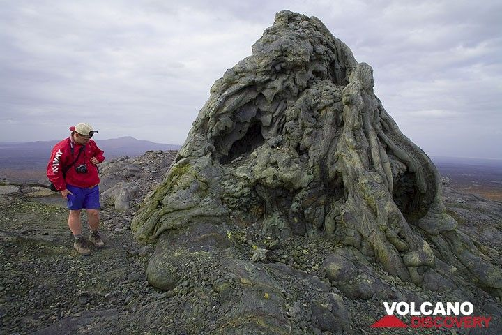 Franz standing next to the large hornito on the northern caldera rim where an eruption in the 1990s overflowed the north crater and the caldera. (Photo: Tom Pfeiffer)
