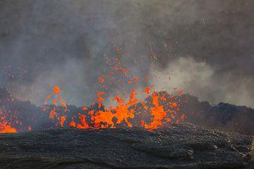 Lava bubbling in the lava lake (Photo: Tom Pfeiffer)