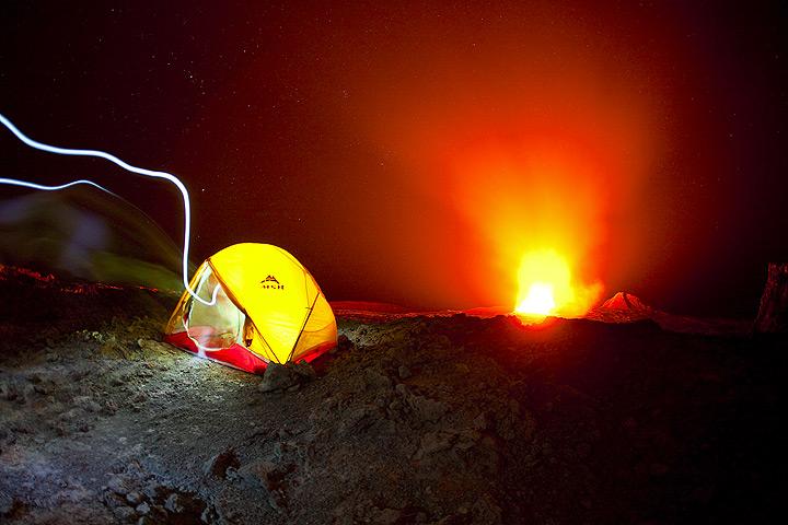 Expedición tomado fotos durante finales de noviembre de 2010, cuando nos quedamos 3 días en el cráter del volcán Erta Ale en el desierto de Danakil. (Photo: Tom Pfeiffer)