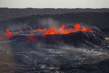 Close-up of the overflowing lava lake (28 Nov). (Photo: Tom Pfeiffer)