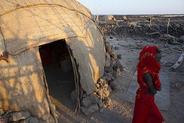 An Afar girl walks out of her traditional house. (Photo: Tom Pfeiffer)