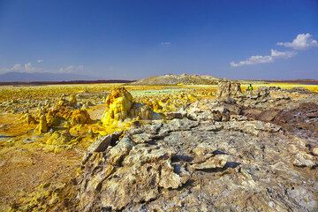 Dallol landscape on an exceptionally clear day  (Photo: Tom Pfeiffer)