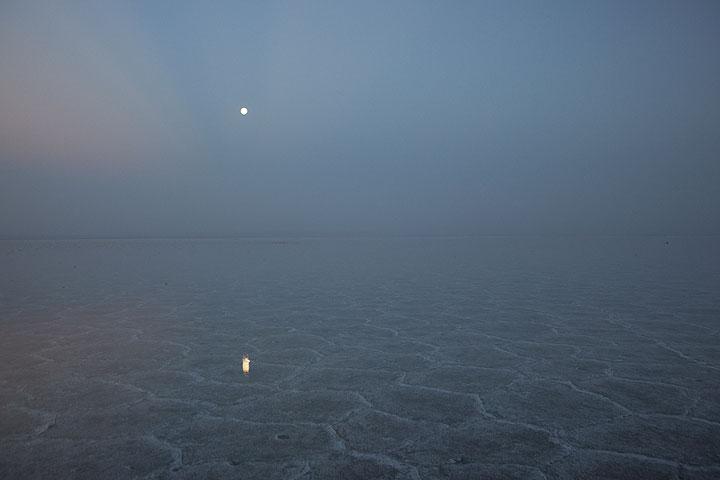 The full moon mirrored on the salt lake (Photo: Tom Pfeiffer)