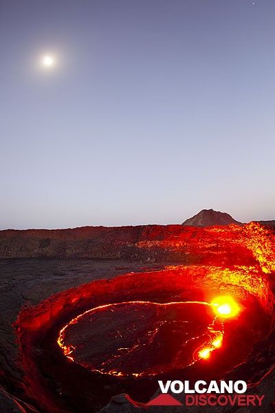 The rising full moon over the active lava lake. (Photo: Tom Pfeiffer)