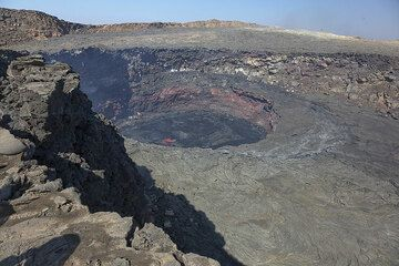 The south crater with the lava lake seen from the SE (Photo: Tom Pfeiffer)