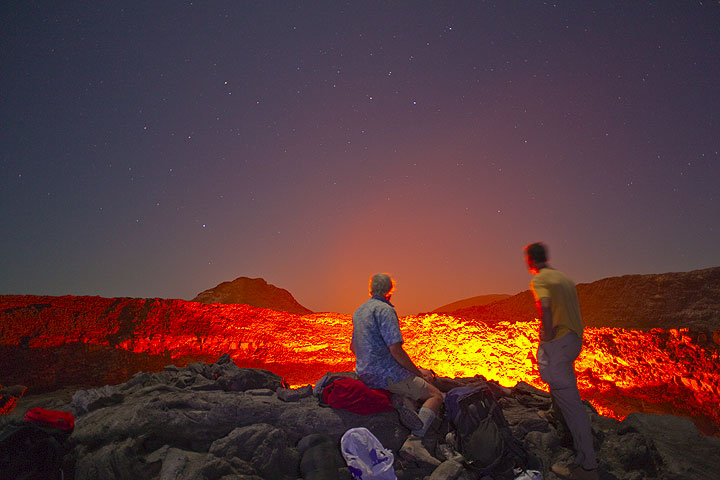 Greg and Claude admiring the nightly spectacle (Photo: Tom Pfeiffer)