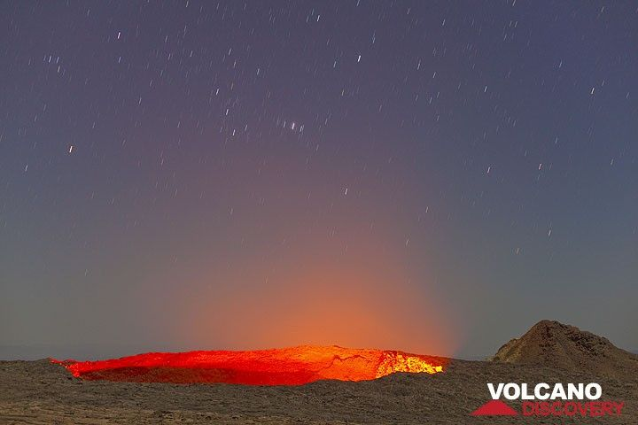 The lava lake at night with rising Orion above it. (Photo: Tom Pfeiffer)