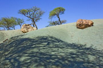 Green weathered sandstone in the Geralta mountains in northern Ethiopia. (Photo: Tom Pfeiffer)