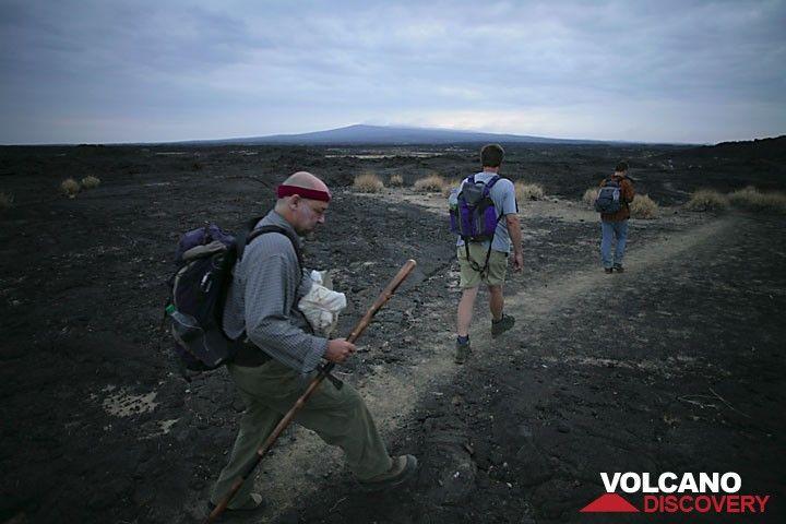 Stefan taking on the 10km hike full of energy. (Photo: Tom Pfeiffer)