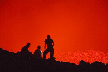 Lava watchers at the lava lake of Erta Ale (Photo: Tom Pfeiffer)