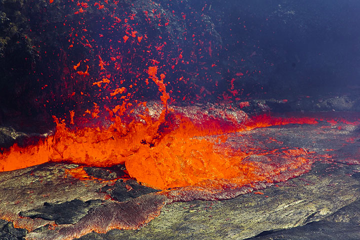 Lava fountain from the Erta Ale lava lake (Ethiopia) (Photo: Tom Pfeiffer)