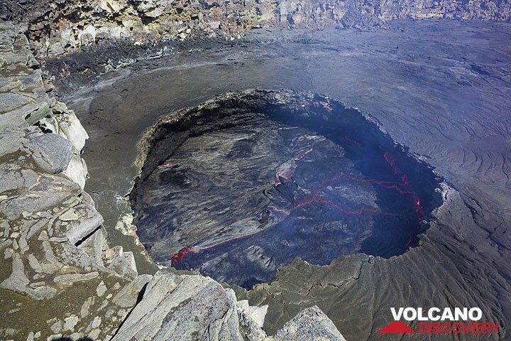 The lava lake seen from above (Photo: Tom Pfeiffer)