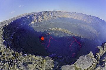 View over the active lava lake (Photo: Tom Pfeiffer)