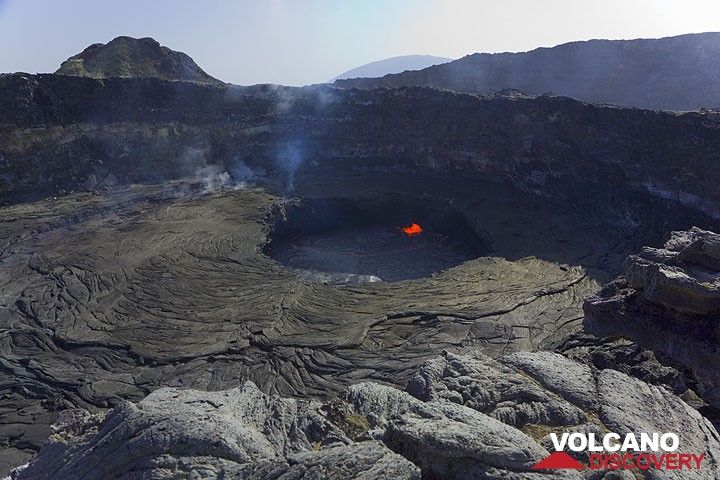 The typical activity of the lava lake with a stable fountain on its western rim. (Photo: Tom Pfeiffer)