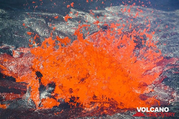 Lava bubble breaking up older crust. (Photo: Tom Pfeiffer)