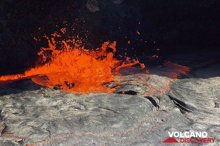 """""""Lava fountains"""" are near-continuous gas bubbles escaping from the lava lake: they are the motor of the lake, transporting heat energy from the magma chamber to the surface and keeping the lake - underneath a thin, slvery crust - liquid and boiling where the gasses escape. (Photo: Tom Pfeiffer)"""