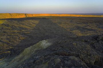 The shadow of a spatter cone near the southern pit crater and the illuminated eastern caldera wall. (Photo: Tom Pfeiffer)