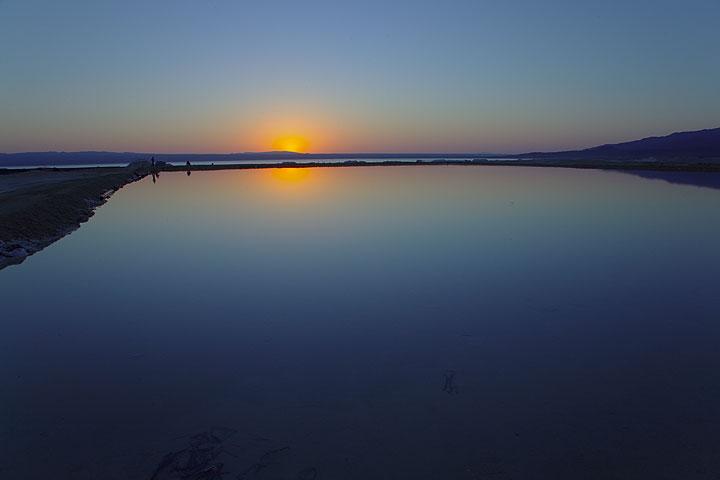 Sunrise over a saline at Lake Afdera (Photo: Tom Pfeiffer)