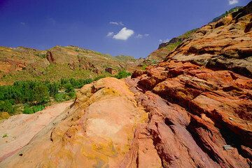 Layers of red and yellow sandstone (Photo: Tom Pfeiffer)
