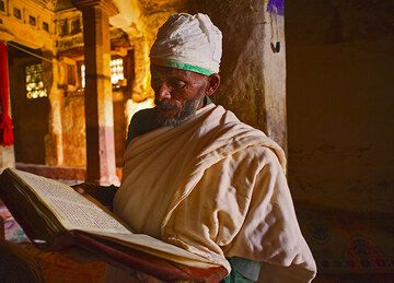 A priest reading from the bible (Photo: Tom Pfeiffer)