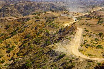 The road from Geralta to Axum (Photo: Tom Pfeiffer)