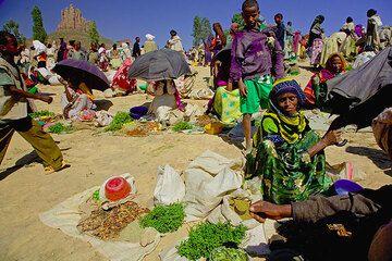 Market in an Ethiopian village (Photo: Tom Pfeiffer)