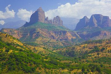 Basalt towers at the lower ranges of the Simien mountains (Photo: Tom Pfeiffer)