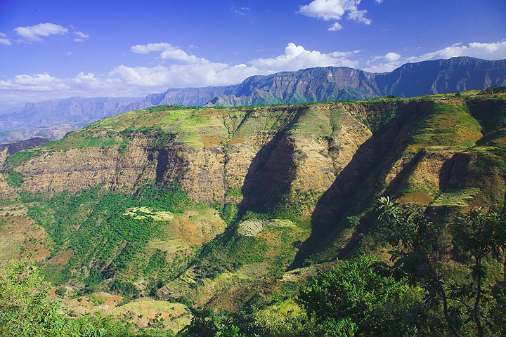Layers of basalt flows form the Simien mountains (Photo: Tom Pfeiffer)