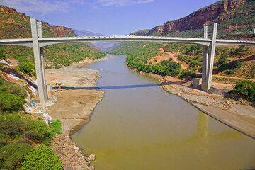 The new Japanese bridge over the Blue Nile (Photo: Tom Pfeiffer)